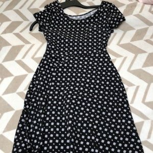 Dresses & Skirts - A black and white dress